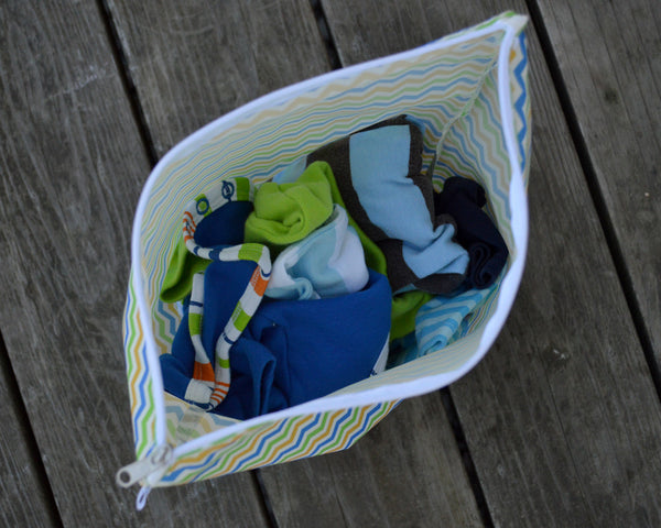 Yummi Pouch Everything wet and dry bag for diapers and clothes - Spunky Chevron