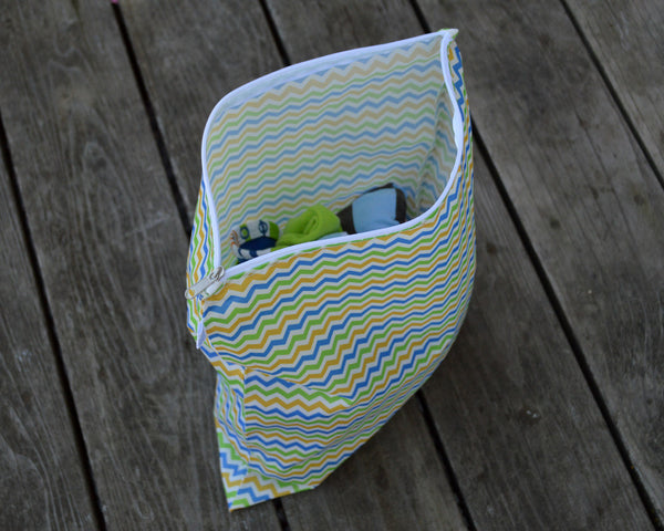 Yummi Pouch Everything wet and dry bag - Spunky Chevron