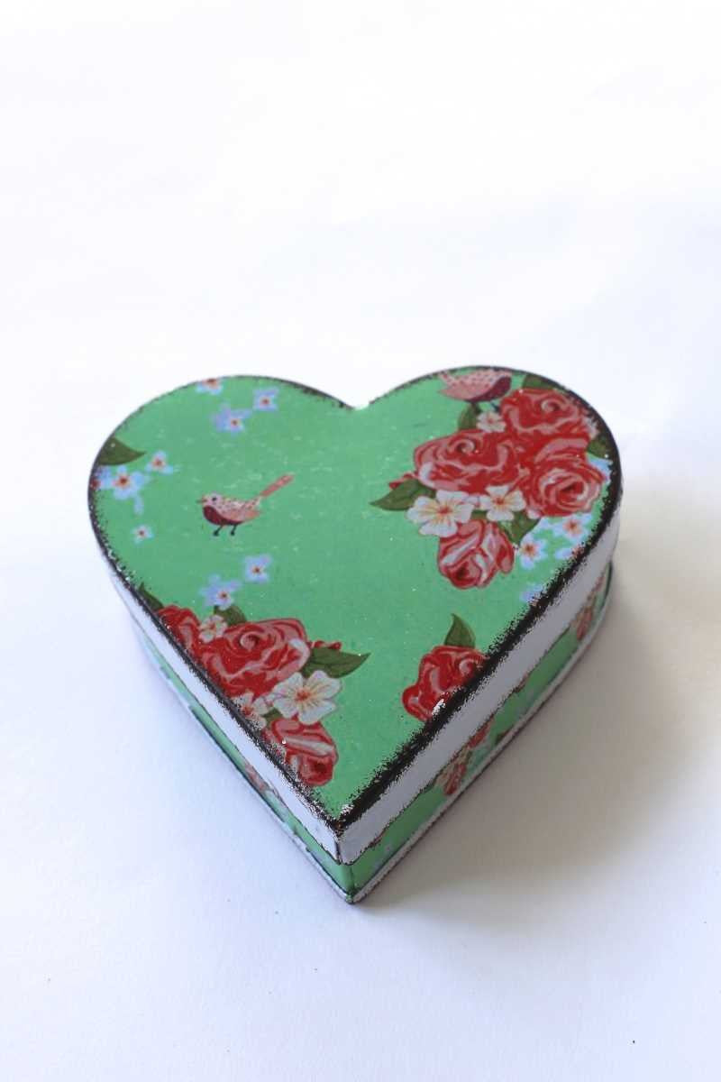 Green floral heart tin