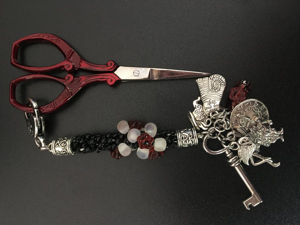 Queen of Hearts scissor keeper / bag charm - etui coterie