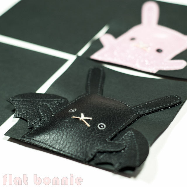 Flat-Bonnie-Post-It-Show-10-Giant-Robot-Bat-Bunny-C1060-IG