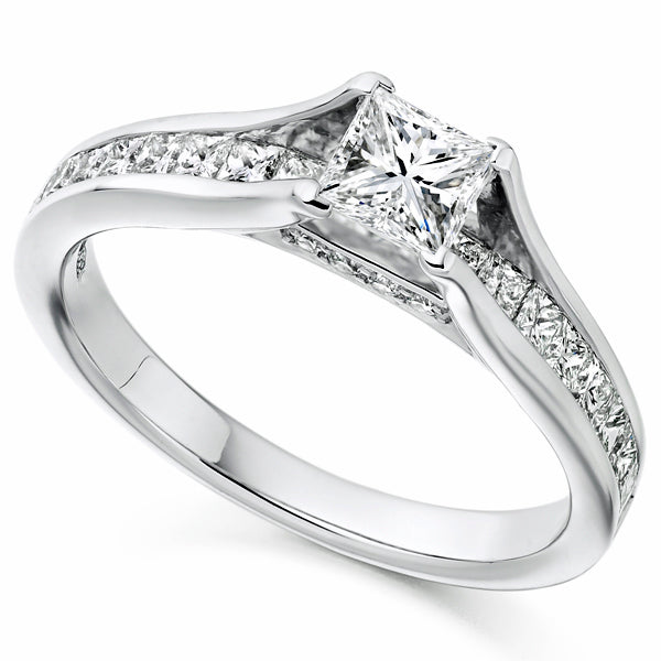 Princess cut diamond ring in platinum, 1.10ct