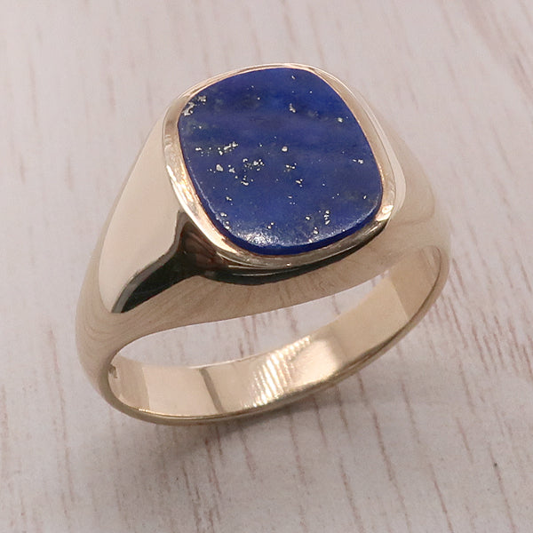 Lapis lazuli signet ring in 9ct yellow gold
