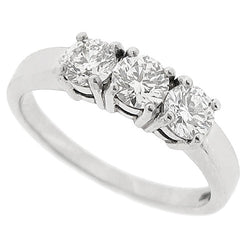 Brilliant cut diamond three stone ring in platinum, 1.01ct