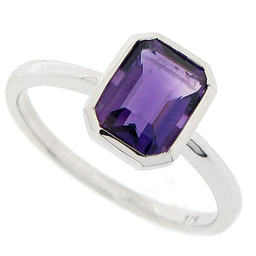 Amethyst solitaire ring in 9ct white gold