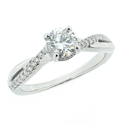 Brilliant cut diamond solitaire with diamond shoulders in platinum, 0.61ct