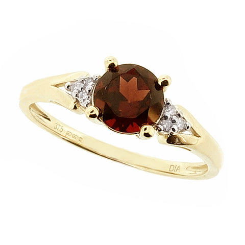 Garnet and diamond ring in 9ct yellow gold