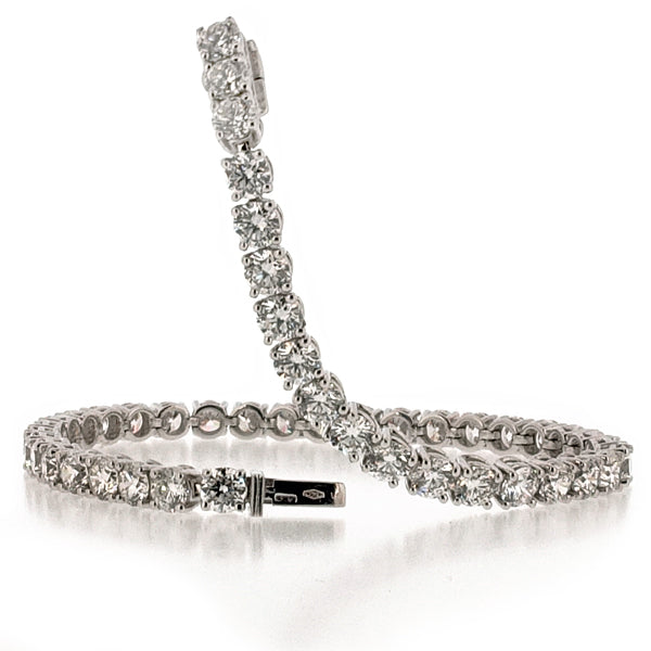 Diamond tennis bracelet in 18ct white gold, 10.74ct