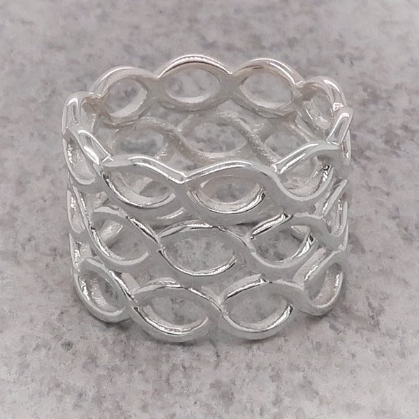 Three row open oval detail ring in silver