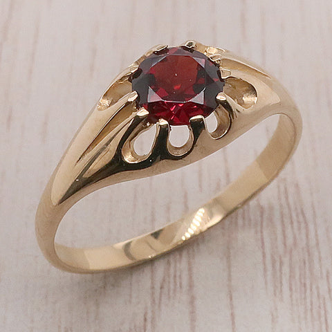 Garnet solitaire gents' ring in 9ct gold