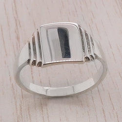 Rectangular plain signet ring in silver