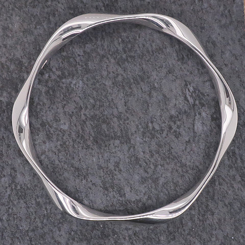 Solid twist bangle in silver