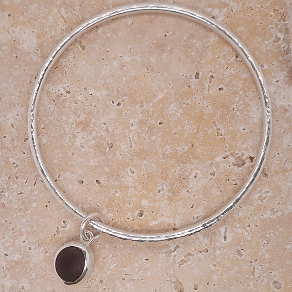 Black sea glass charm hammered bangle in silver