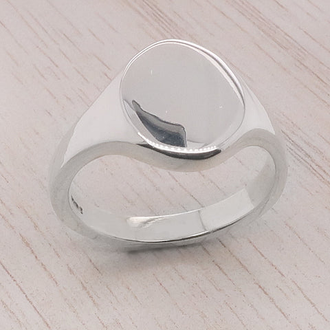 Oval plain signet ring in silver