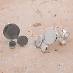 Allium stud earrings in silver