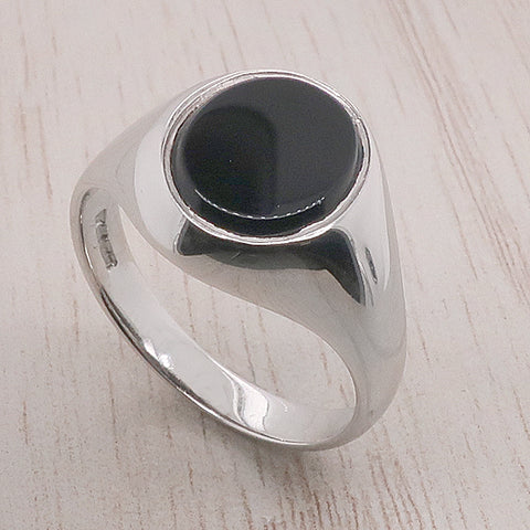 Onyx signet ring in 9ct white gold