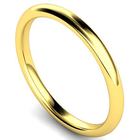 Edged traditional court profile wedding ring in yellow gold, 2mm width