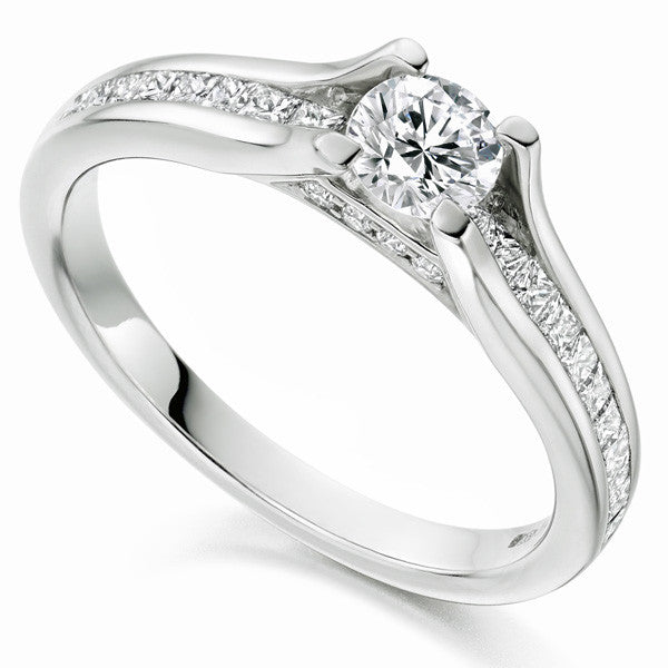 Ring - Brilliant and Princess cut diamond ring in 18ct white gold, 1.03ct.  - PA Jewellery
