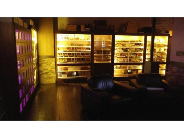Cigar Display Cabinets with LED Lights