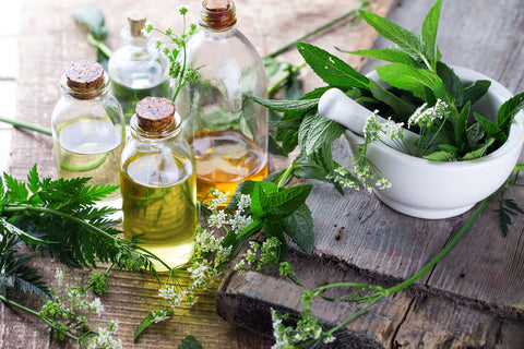 8 Essential Oils for Joint Pain and Muscle Spasms & And DIY