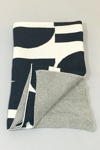 Aelfie Maude Throw Blanket, black/white
