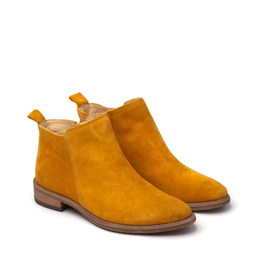 Very comfortable ankle boots handmade from amber real leather