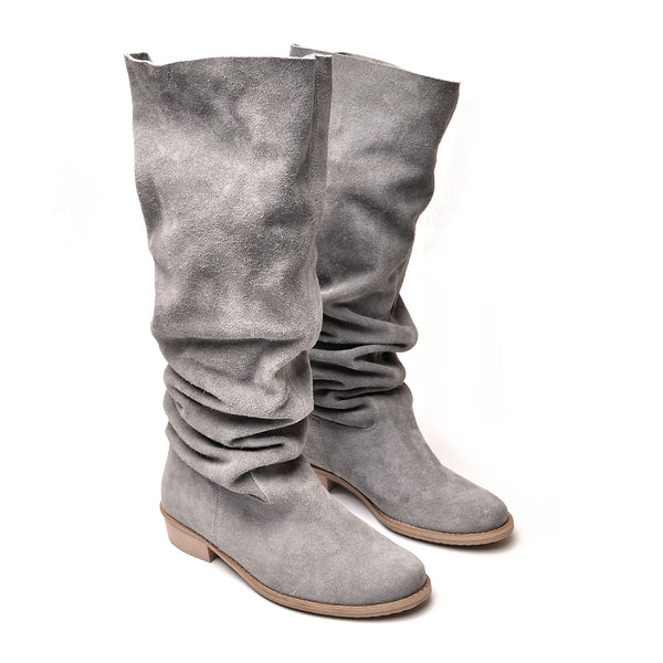 Grey winter boots perfect for cooler days