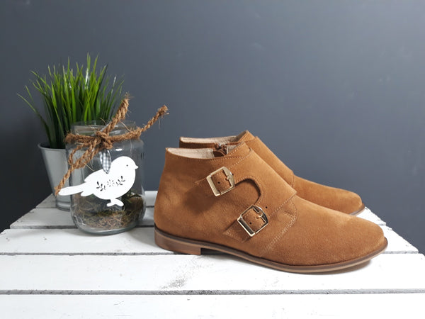 Camel ladies ankle boots perfect for cold days. Boots are very comfortable and simple stylish