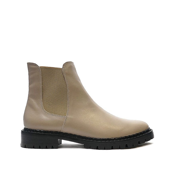 Chelsea boots in cappuccino colour