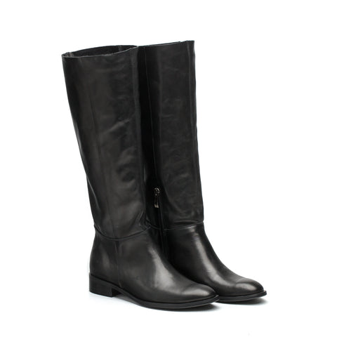 winter boots in black made from finest real leather