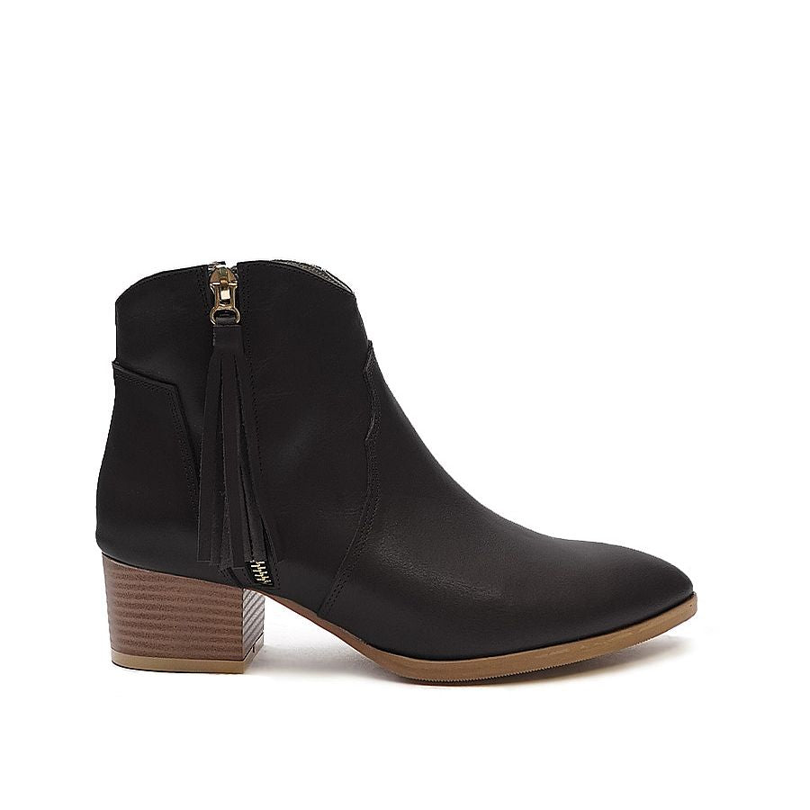 Real leather ladies ankle boots in black