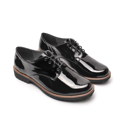 Lovely lace up shoes in black colour for many occasions