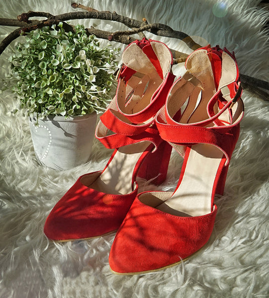 Red is wonderful colour this lovely red high heel sandals great for any ocassion, perfect to dress and jeans