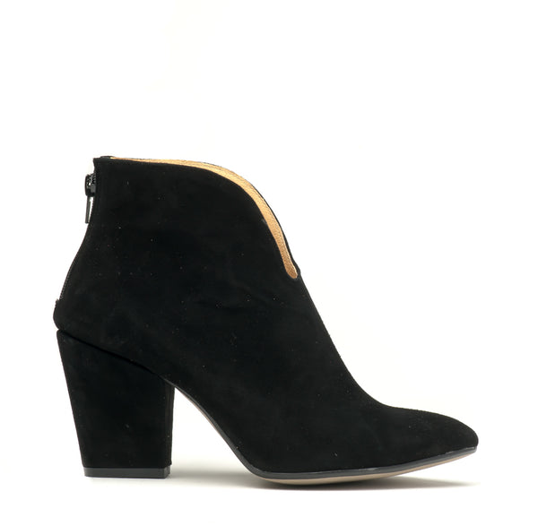 black ladies high heel ankle boots perfect for cold days. Boots are very comfortable and simple stylish