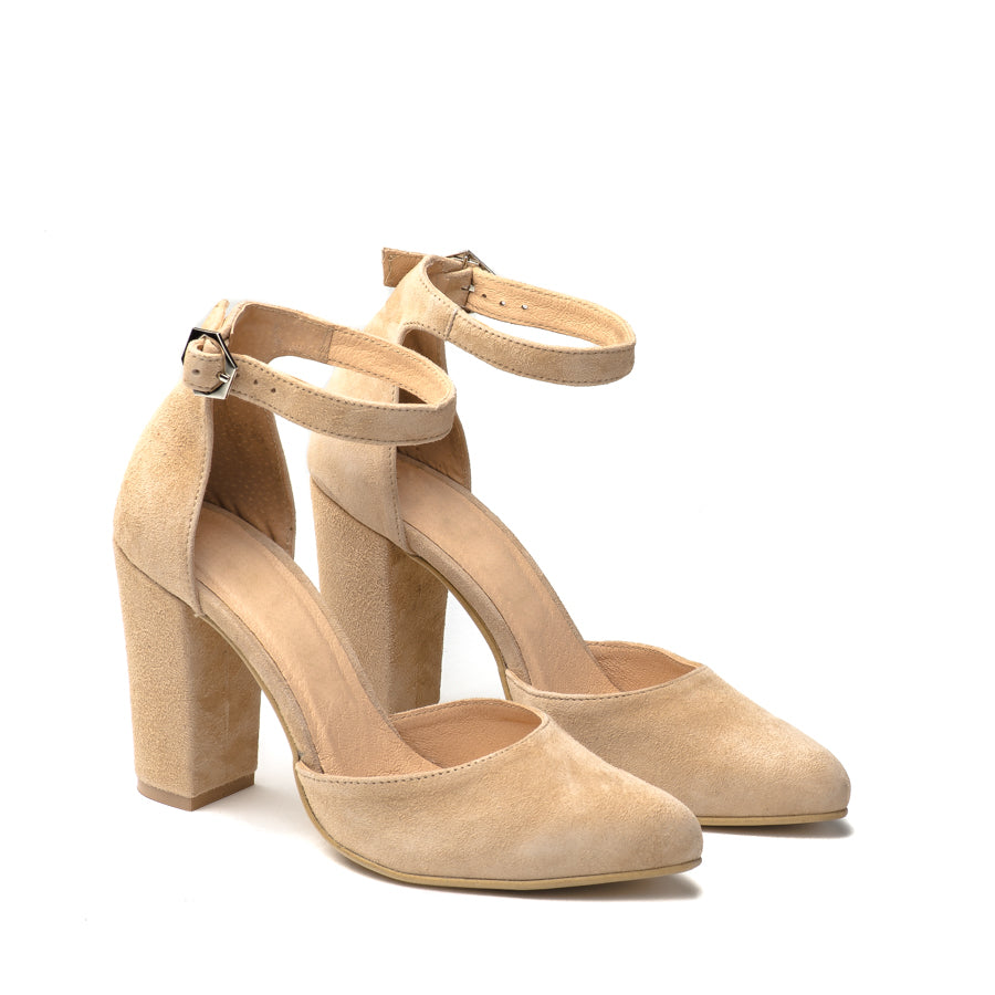 Lovely creme high heel sandals great for any ocassion, perfect to dress and jeans