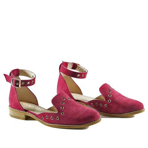 Beautifully soft and stylish maroon sandals.