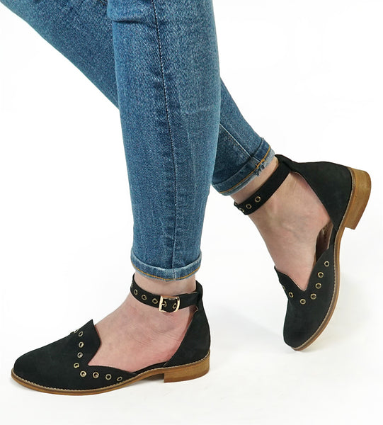 Beautifully soft and stylish black sandals.