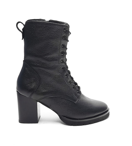 stylish ladies ankle boots great for cooler days in black colour