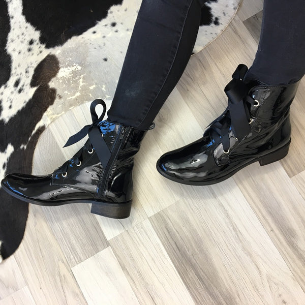 Patent Black ladies ankle boots perfect for cold days. Boots are very comfortable and simple stylish