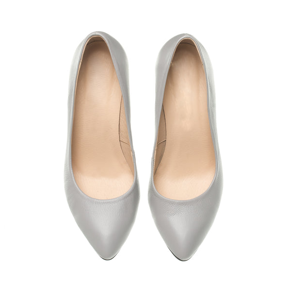 court shoes in grey colour