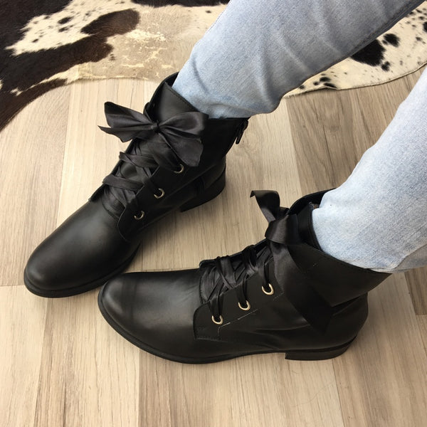 black stylish ankle boots perfect to every outfit very comfortable