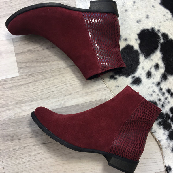 Maroon ladies ankle boots perfect for cold days. Boots are very comfortable and simple stylish