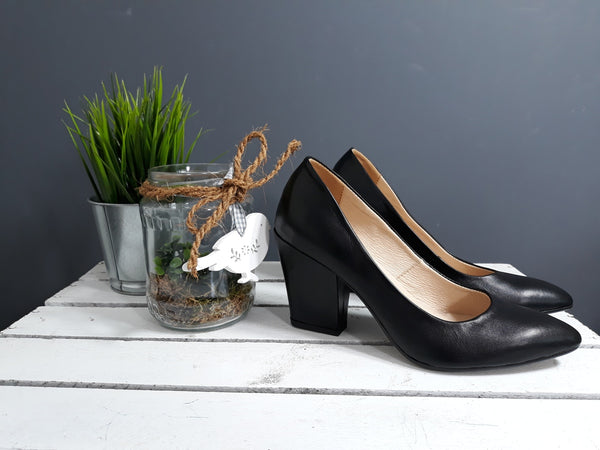 court shoes in black