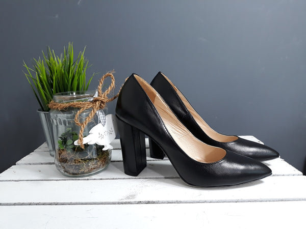 Black comfortable ladies office shoes