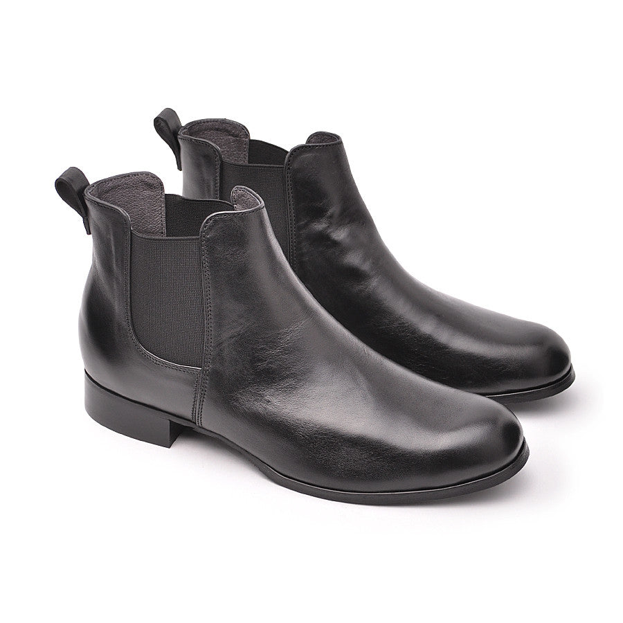Comfortable black real leather chelsea boots