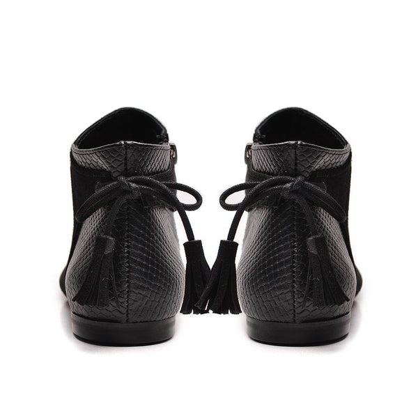 Black ladies ankle boots perfect for cold days. Boots are very comfortable and simple stylish