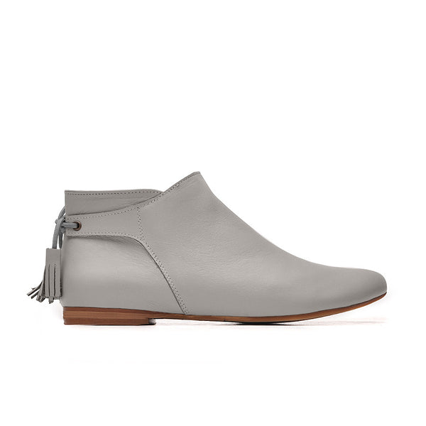 Grey ladies ankle boots perfect for cold days. Boots are very comfortable and simple stylish