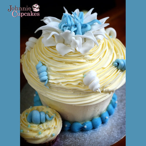 Giant Cupcake Seaside - Johnnie Cupcakes