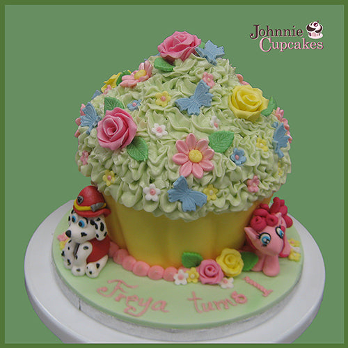 Flowers Cake - Johnnie Cupcakes