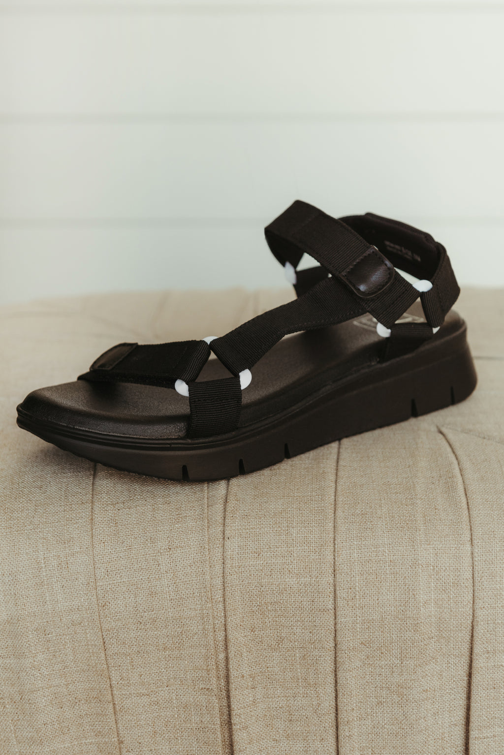Chinese Laundry QWest Sandal ~ Black